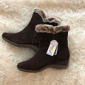 Sporto size 7 waterproof boots
